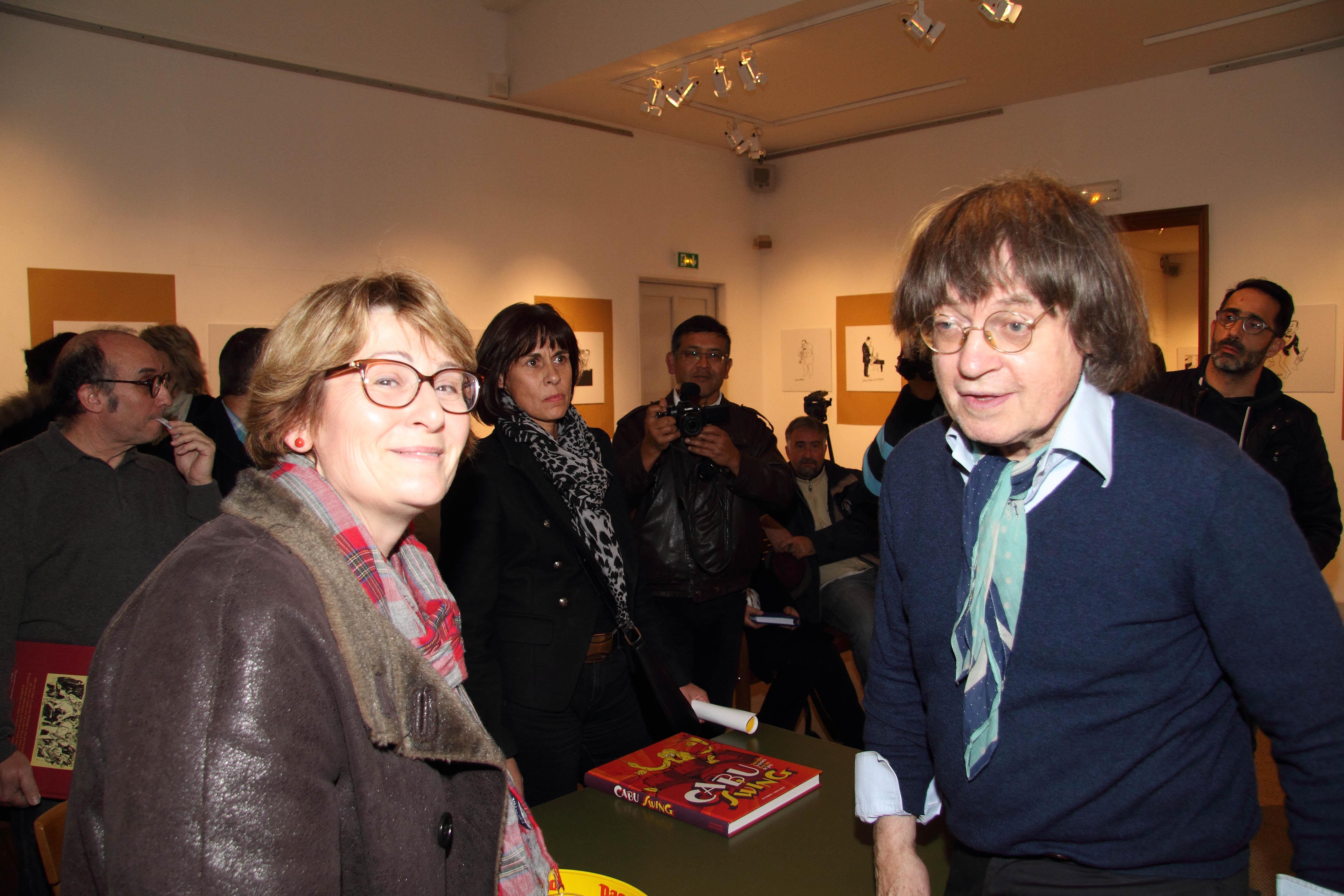 (Rosny sur seine) Exposition Cabu à l'Hospice St Charles - Cabu et la député Françoise Descamp-Crosnier